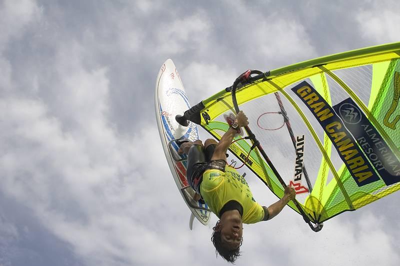 El Campeón del mundo de windsurf , Víctor Fernández, nos visita